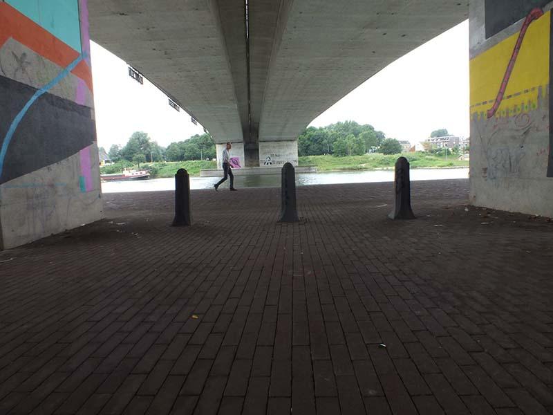 Bij brug